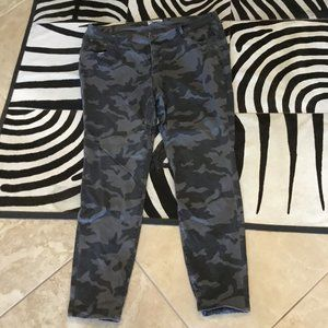 Old Navy Camo pants size 20